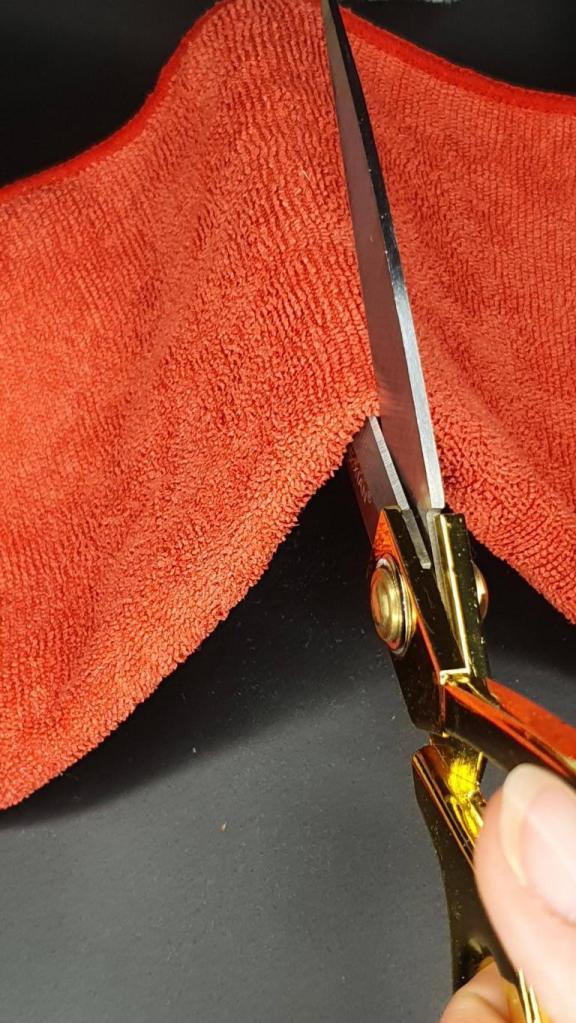 Microfasertücher eignen sich gut zum Fenster und Siegel putzen. Vernähe diese ebenfalls